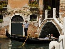 Venedig, Italien. Gondoliere. Lizenzfreie Stockfotos