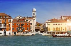 Venedig Italien Helle alte Häuser Kanal groß Lizenzfreie Stockfotografie
