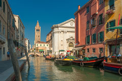 VENEDIG ITALIEN - Juli, 09: Campo San Barnaba i Venedig, Italien på Royaltyfri Foto