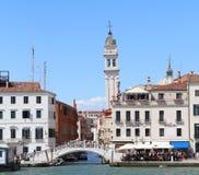 Venedig, Italien - 14. Juli 2016: Italienische Szenen und das weiße Magere Lizenzfreie Stockfotos