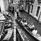 Venedig Italien - Juni 30, 2009: Liv i Venedig som reser vid gon Royaltyfri Fotografi