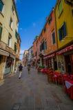 VENEDIG ITALIEN - JUNI 18, 2015: Restauranger i Venecia, pizzeria som mycket är populär i Italien Royaltyfri Fotografi