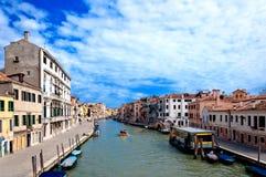 Venedig, Italien - Kanal, Boote und Häuser Stockfoto