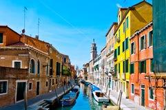 Venedig, Italien - Kanal, Boote und Häuser Stockfotos