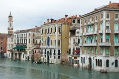 Venedig, Italien kanal och byggnader royaltyfria bilder
