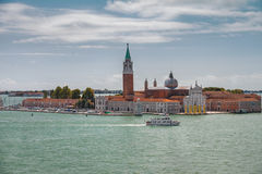 Venedig Italien, kanalhelgon Marcus, domkyrkatorn, sikt för doge`-slott från Grand Canal Arkivbild