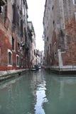 Venedig Italien liten kanalsikt Arkivbild