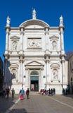 VENEDIG, ITALIEN - 12. MÄRZ 2014: Das Portal der Kirche Chiesa di San Rocco Stockfotografie