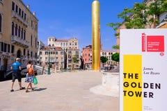 VENEDIG, ITALIEN - MAI 2017: James Lee-byars 20 Meter-hoch Stockbild
