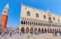 VENEDIG, ITALIEN - 12. MAI 2017: Marktplatz San Marco, Glockenturm von St. Stockbild