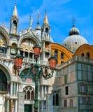 Venedig Italien - Maj 10, 2014: Detaljen av St Mark Basilica fotografering för bildbyråer