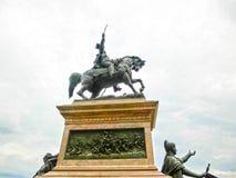Venedig Italien - Maj 04, 2017: Rid- monument till Victor Emmanuel II på Riva Degli Schiavoni i Venedig, Italien Royaltyfri Fotografi