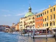 Venedig Italien - 19 Maj 2105: Sikt av Grand Canal och buildi Fotografering för Bildbyråer
