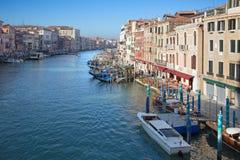 VENEDIG ITALIEN - MARS 12, 2014: Stor kanal Royaltyfri Bild