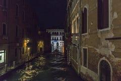 Venedig in Italien nachts lizenzfreies stockbild