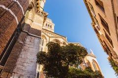 VENEDIG ITALIEN - OKTOBER 27, 2016: Detalj av basilikadeien Santi Giovanni e Paolo, en av de största kyrkorna i staden med royaltyfria bilder