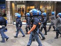 Venedig Italien - Oktober 12, 2012: Poliser på arbete Royaltyfria Foton