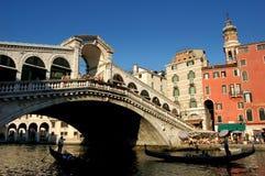 Venedig Italien: Ponte di Rialto Royaltyfri Bild
