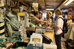 VENEDIG, ITALIEN - 9. SEPTEMBER 2014: Alte Bücher von Buchhandlung Acqua Alta Dieses ist eins der berühmtesten benutzten Buchhand Stockbild