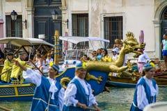 VENEDIG ITALIEN - SEPTEMBER 07, 2008: Historiska skepp öppnar Regataen Storica, rymms varje år på den första Söndagen i September Fotografering för Bildbyråer