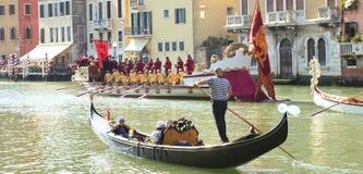 VENEDIG ITALIEN - SEPTEMBER 7, 2014: Historiska skepp öppnar Regen Royaltyfri Fotografi