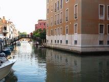 20 06 2017 Venedig, Italien: Sikt av historiska byggnader och kanaler Arkivfoto