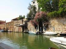 20 06 2017 Venedig, Italien: Sikt av historiska byggnader och kanaler Royaltyfri Bild