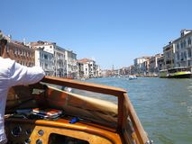 20 06 2017 Venedig, Italien: Sikt av historiska byggnader och kanaler Arkivbild