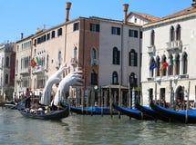 20 06 2017 Venedig, Italien: Sikt av historiska byggnader och kanaler Royaltyfri Fotografi