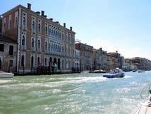 20 06 2017 Venedig, Italien: Sikt av historiska byggnader och kanaler Arkivbilder