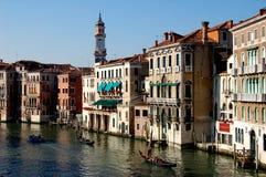 Venedig Italien: Sikt längs den storslagna kanalen Arkivbilder