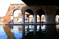 Venedig Italien - stor skeppsdocka stora Darsena för arsenal Arkivfoton