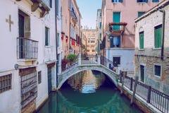 Venedig, Italien, 2016, Straßenansicht Alte Stadt und Boote Es ` s ein tra Stockfotos