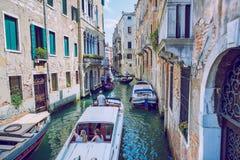 Venedig, Italien, 2016, Straßenansicht Alte Stadt und Boote Es ` s ein tra Stockfoto