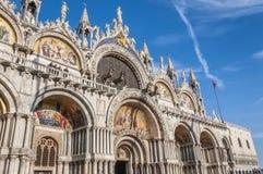 Venedig Italien. Sts Mark basilika och doges slott Arkivbilder