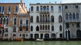 Venedig, Italien Wunderbare Landschaft am großen Kanal, an seinen Gebäuden und an den berühmten Marksteinen stock video footage