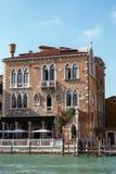 VENEDIG ITALY/EUROPE - OKTOBER 12: Arkitektur av Venedig Italien Royaltyfri Fotografi