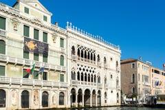 VENEDIG ITALY/EUROPE - OKTOBER 12: Ovanliga byggnader längs Arkivfoto