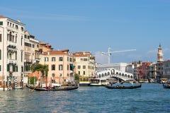 VENEDIG ITALY/EUROPE - OKTOBER 12: Sikt in mot Rialtoen Brid Fotografering för Bildbyråer