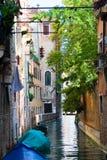 Venedig-Kanal mit Booten Lizenzfreie Stockfotografie