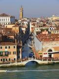 Venedig kanal och broar Royaltyfri Bild