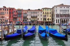 Venedig kanal och hus arkivbild