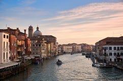 Venedig kanal som är stor i morgonen Fotografering för Bildbyråer