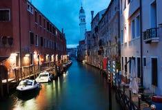 Venedig kanal tidigt på morgonen Royaltyfria Foton