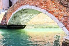 Venedig-Kanal und Brücke Stockbild