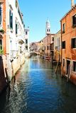 Venedig-Kanal und Brücke stockfoto