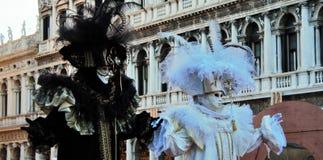 Venedig-Karneval, Porträt einer Maske, während des venetianischen Karnevals in der ganzen Stadt dort sind wunderbare Masken stockfotografie