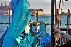 Venedig-Karneval, Porträt einer Maske, während des venetianischen Karnevals in der ganzen Stadt dort sind wunderbare Masken stockfotos