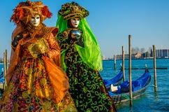 Venedig karnevalpar arkivfoton