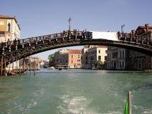 Venedig-Karnevals-Feiertag lenkt Karnevals-Brücken lizenzfreies stockfoto